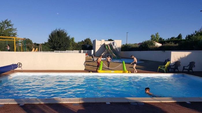 piscine du camping proche du Puy du Fou avec meilleurs avis