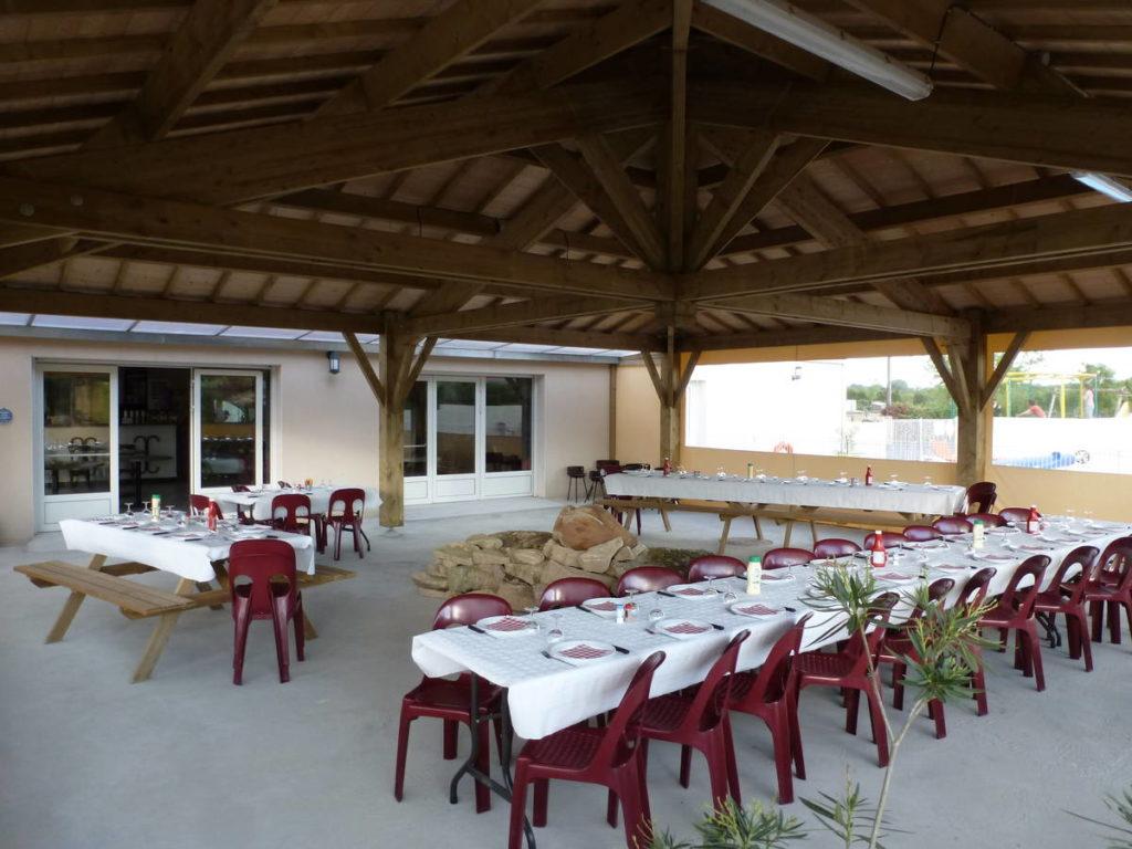 Logement et restauration dans ce camping accueil groupe proche du Puy du Fou