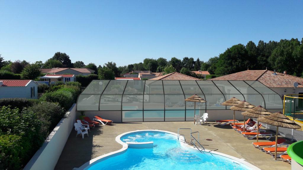 Camping de la Motte avec deux piscines, dont une couverte