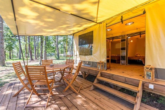 location camping à taille humaine toboggan près du puy du fou