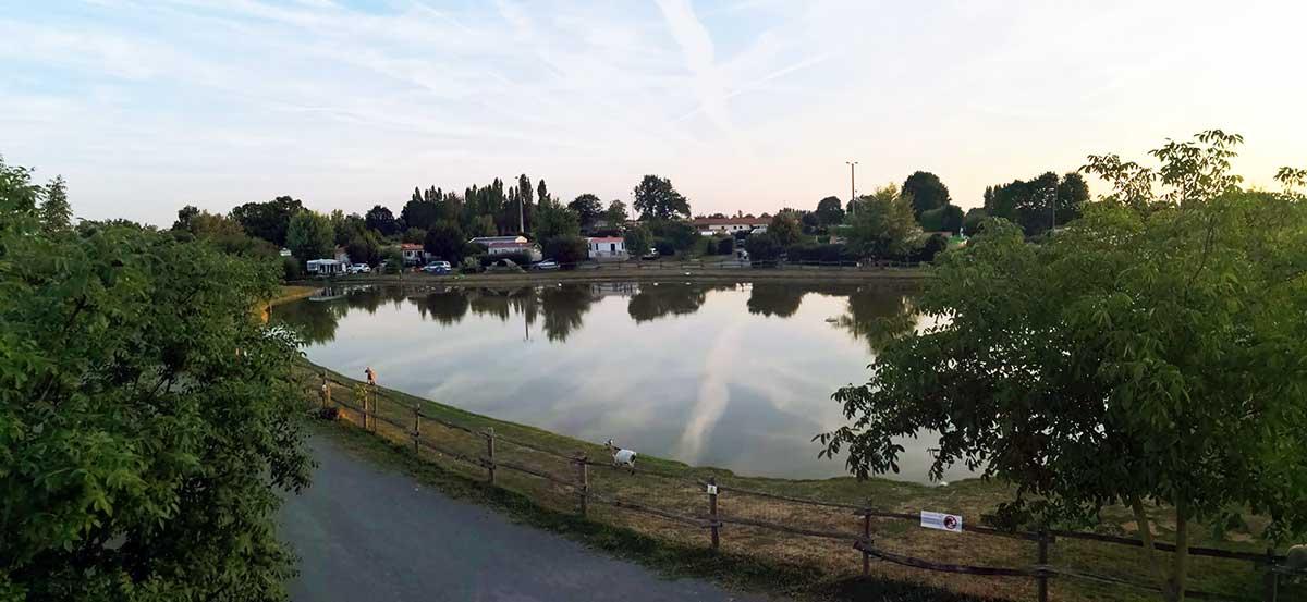 l'étang de pêche privatif du camping